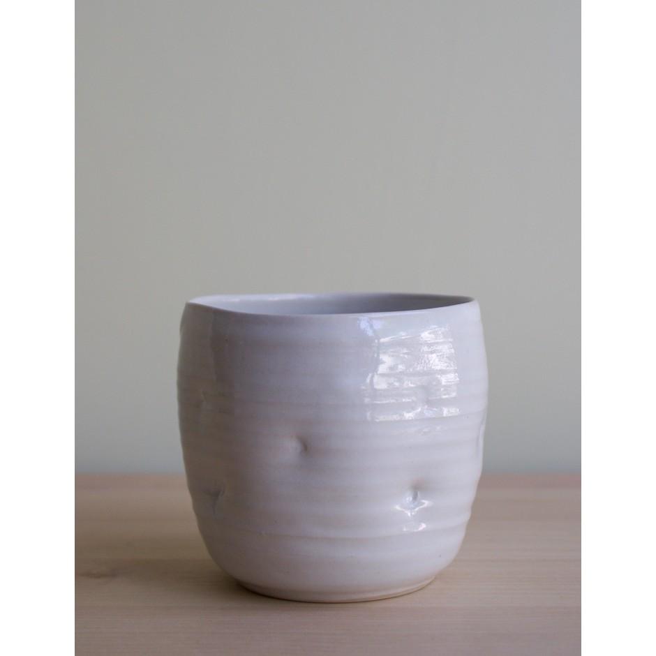 Tasse sans anse en porcelaine