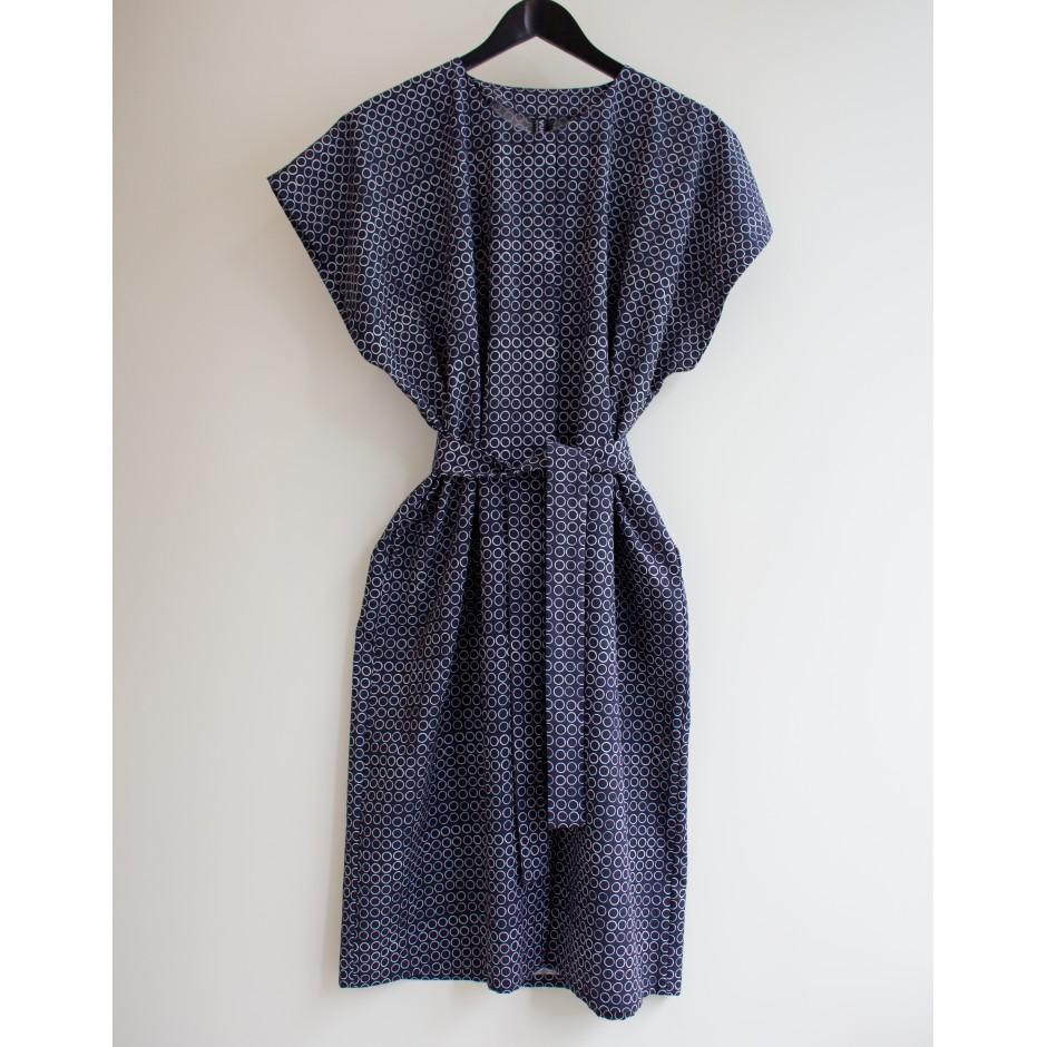 Robe Elégance Pikkurengas, en bleu et blanc, Vuokko